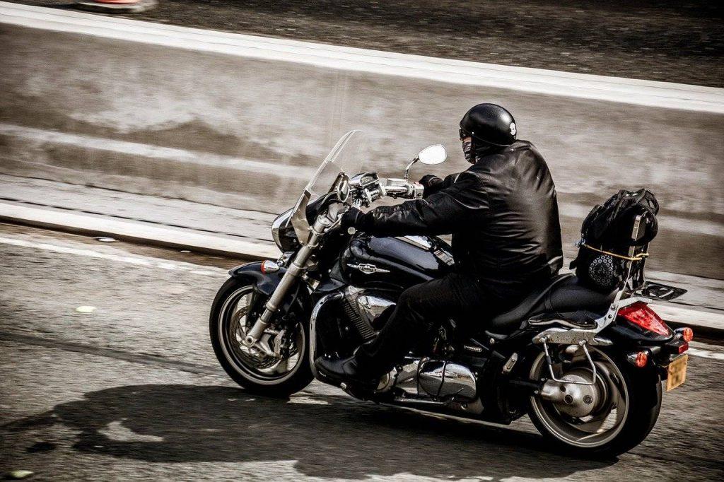 Cruiser-bike-on highway